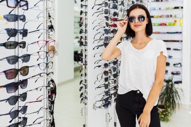 Acude a centros de óptica y optometría para adquirir gafas de sol homologadas de calidad